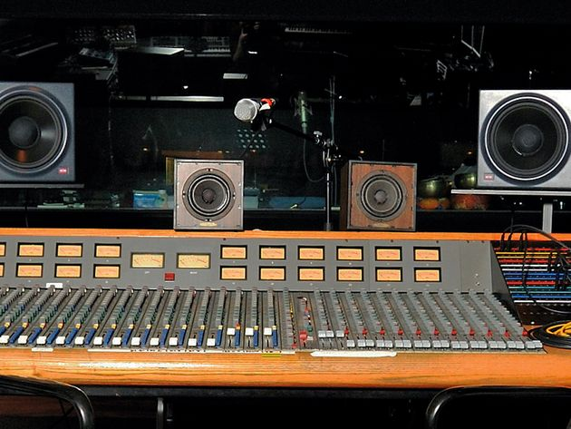 Trident Series 75 console