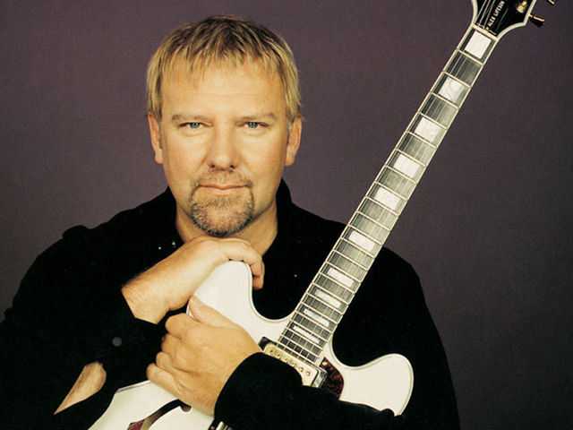 Size doesn't matter, says Lifeson