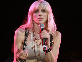 Courtney Love sets record straight about new CD