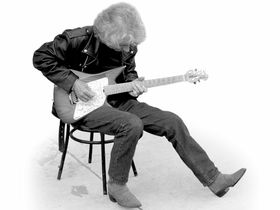 Video: Albert Lee on rhythm guitar