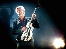 Bowie signs petition against tribute band