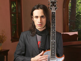 Nuno Bettencourt gets signature Randall amps