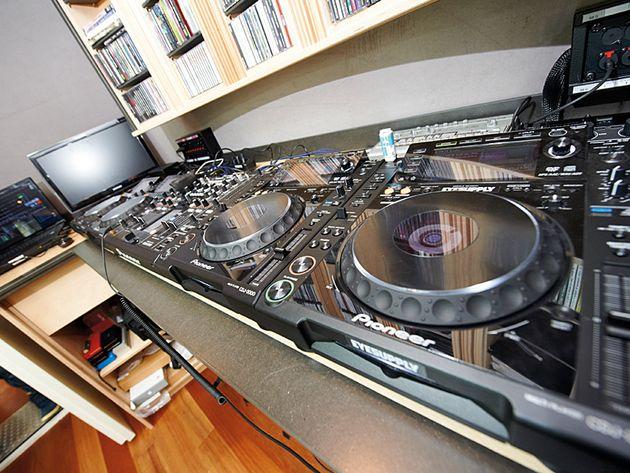 Pioneer CDJ-2000s