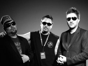 Fun Lovin' Criminals play world's first 'silent gig'
