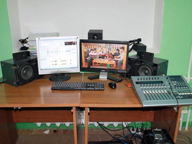 Amraa Enhee's studio