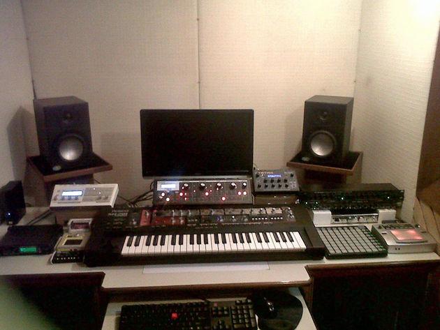 Essio Fuzulu's studio