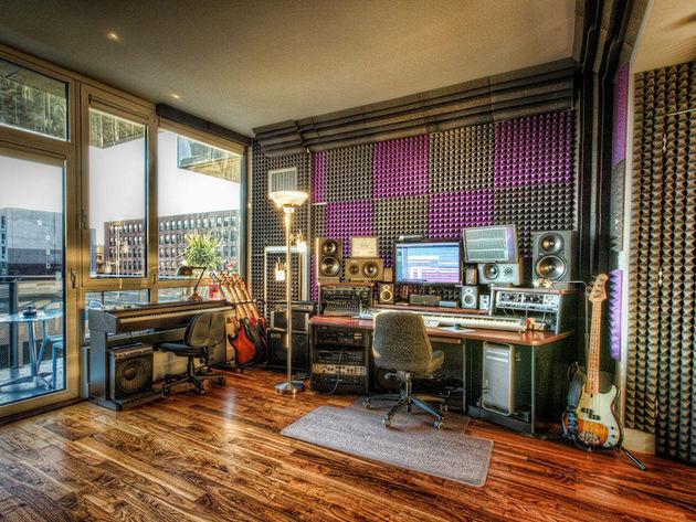 Steve Hero's studio