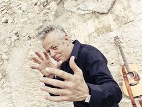 Tommy Emmanuel talks The Colonel & The Governer