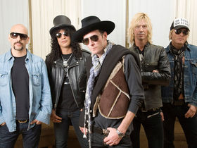 Slash confirms Velvet Revolver's split from RCA Records