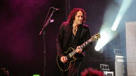 Def Leppard's Vivian Campbell in recovery from cancer