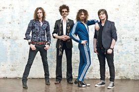 Frankie Poullain on bass, The Darkness and showmanship