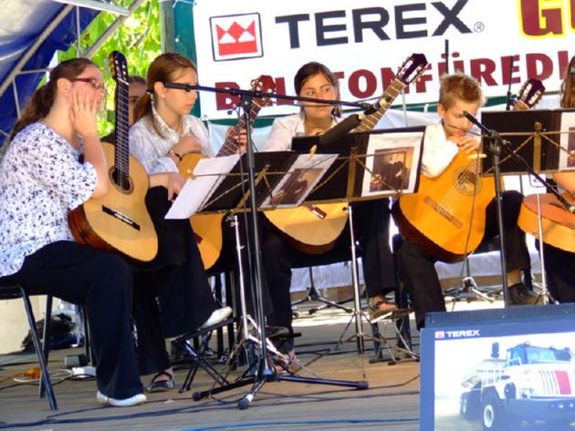 Guitarists at 2007's Balatonfured Festival