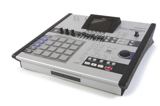 The 8800 can handle sequencing, synthesis, sampling, audio recording, effects processing, mastering and CD-writing.