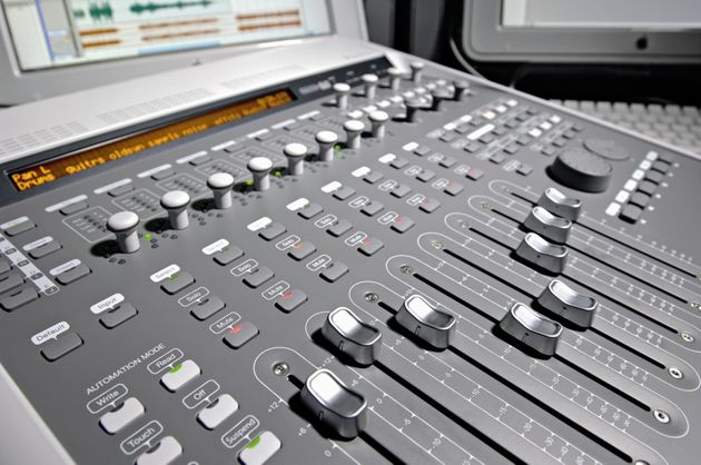 The eight faders are motorised.