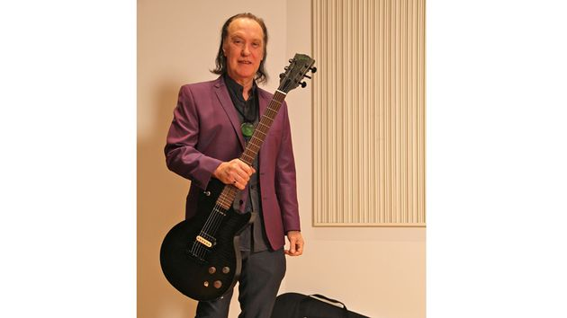 Meet the legendary Kinks guitarist in person - and bag a tasty Les Paul...