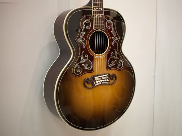 Gibson shows Bob Dylan SJ-200 model