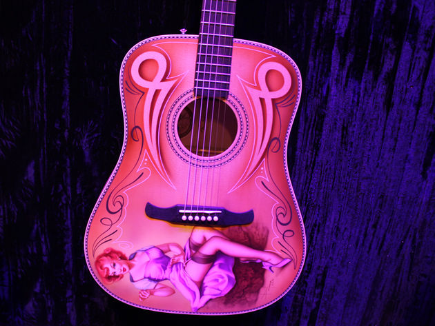 Fender Kingman bolt-on Pinup Girl