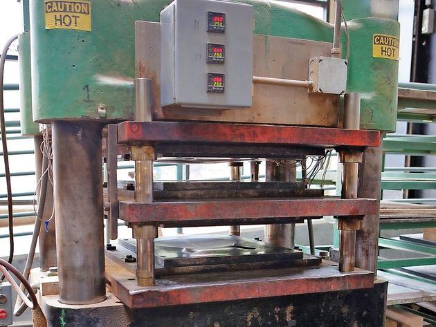 Pressing laminates