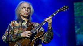 Steve Howe talks touring with Yes