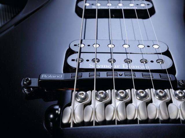 The discrete Roland GK-GT3 pickup in front of the bridge feeds a 13-pin output that works with Roland's VG. GR and GI gear