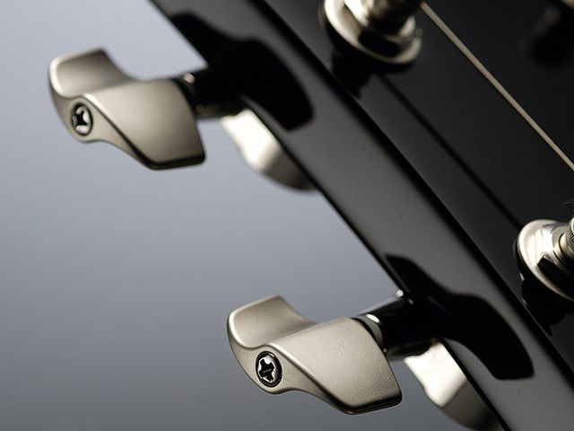 The Vox Super Smooth tuners add a classy twist to the classic design.