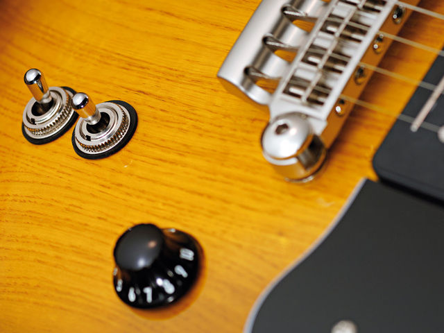 The two toggle switches unlock the tonal versatility of the CoAxe pickups.