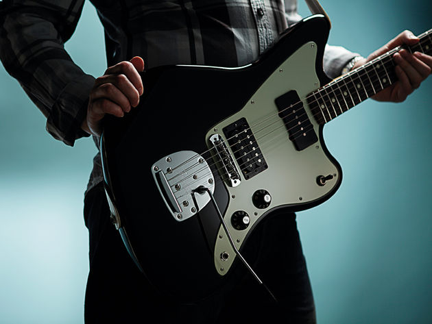 The Jazzmaster HS features the model's classic control layout.
