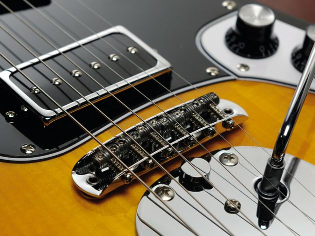 The Retro-1532's bridge is very similar to that of a Fender Jaguar.