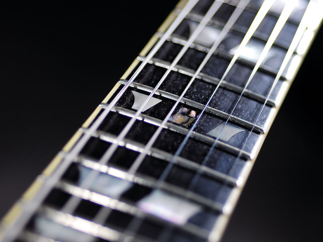 Mother-of-pearl split crown inlays.