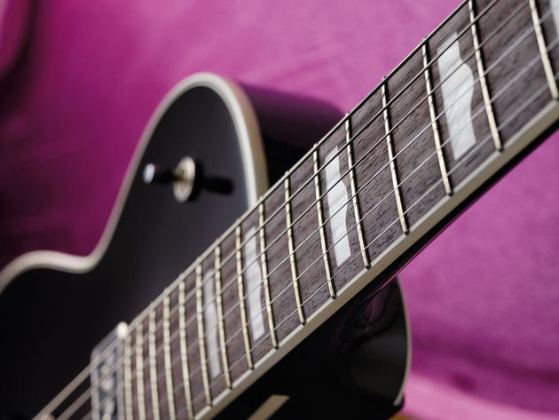 The 'hump block' inlays, as featured on George's original '57 Duo Jet.