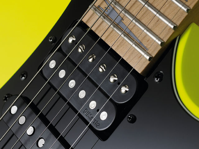 DiMarzio's Air Norton is quite P-90ish.