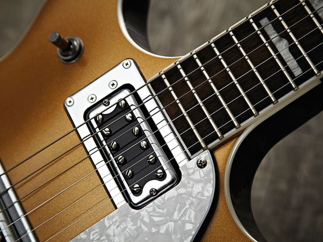 …but there's no messing with its impressive Blacktop Filter'Tron humbuckers.