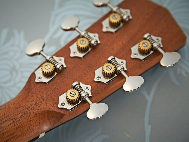 Nickel-plated Grover Sta-Tite tuners add refinement to the vintage vibe.