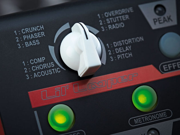 The rotary knob's four quadrants provide a wide range of loop effects