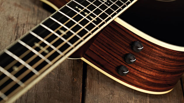 Taylor's trusty ES Expression System provides the 712ce's plugged-in sounds
