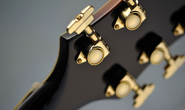 The two-tone Sunburst perfectly offsets the gold-plated Grover 'three-step' tuners. What year is it, again?