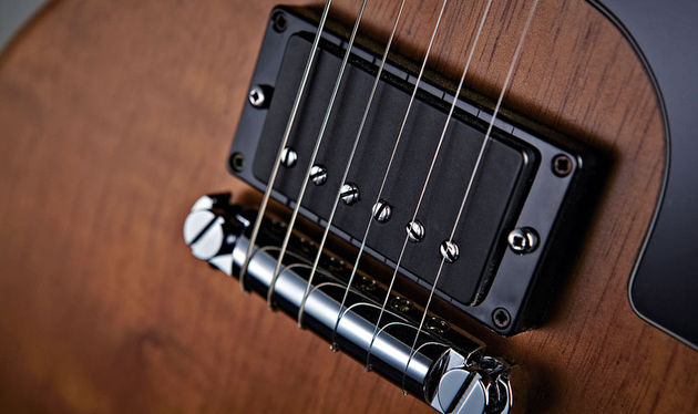 The GS-1's ceramic humbucker has a coil-split option, and plenty of clout