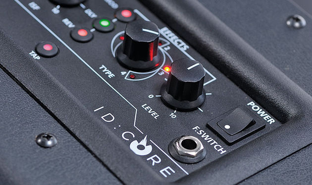 The Stereo 20 benefits from an optional foot control