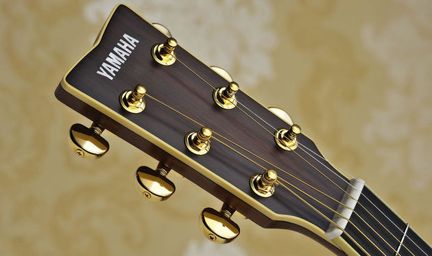 Gold tuners contribute to the high-quality feel