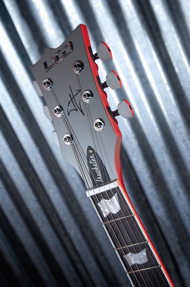 The headstock is armed with locking Sperzel machine heads