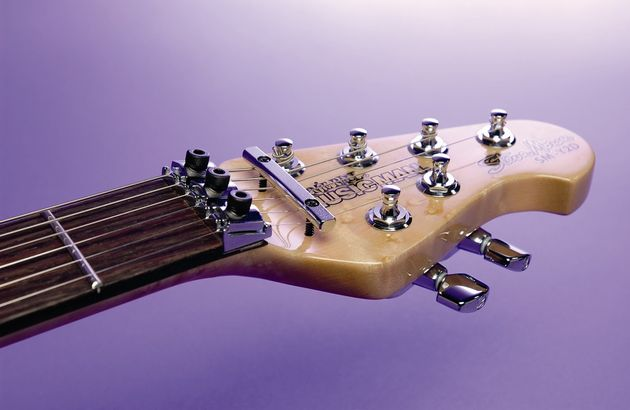 The Y2d is equipped with a locking trem and nut