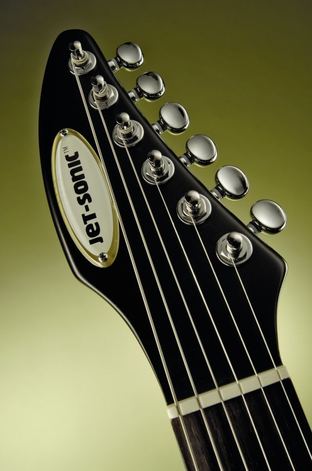 The reverse headstock with Wilkinson EZ-LOK tuners