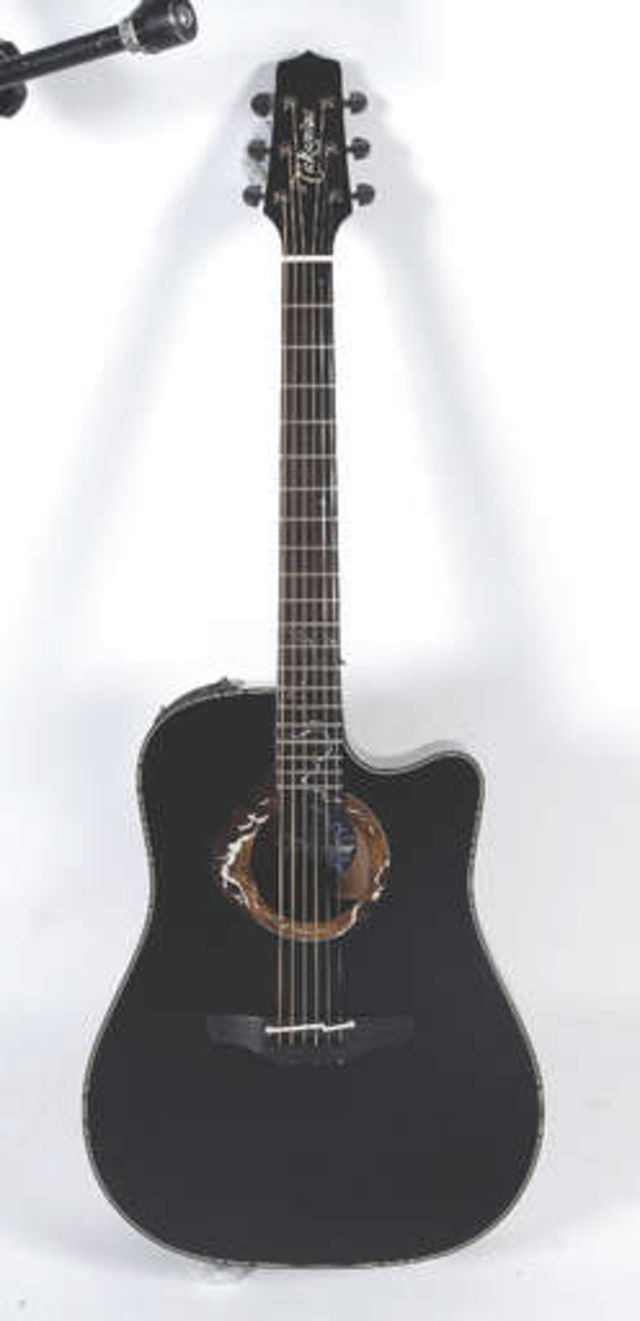 Stand out from the crowd with this black electro-acoustic!