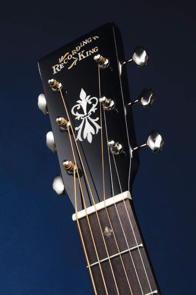 The headstock is finished off with vintage-style butterbean-button tuners.