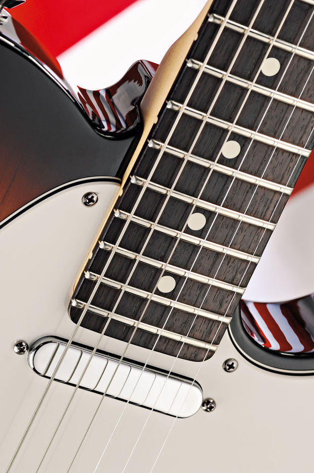 22 medium jumbo frets lend modern feel and playability to the Fender workhorse
