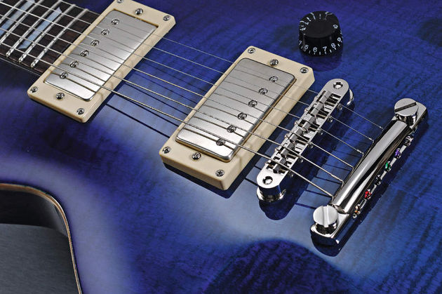 The Eclat has a distinct Les Paul-ish vibe.