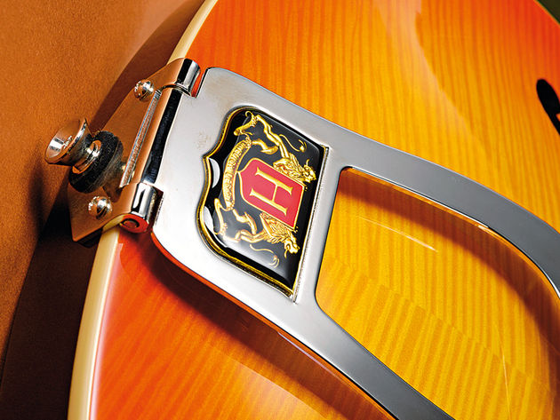 The large tailpiece is a distinguishing feature of the Deluxe-F