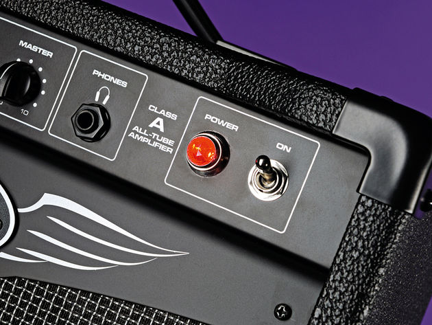 Peavey has opted for the classic-looking red jewel power indicator