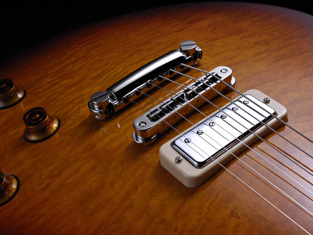 Lollar mini humbuckers + liberal use of the volume and tone controls = much versatility