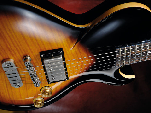 The shoulder line cuts into the bass side of the body for a distinctive twist on the classic LP body style